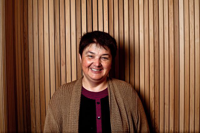 Elisabeth Jéhanno (secrétaire assistante, accueil, standard)